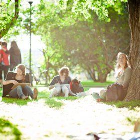 Проведите воскресенье в парке, слушая лекции о Николе Тесле и Альберте Эйнштейне.