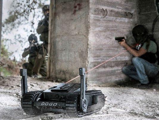 Dogo— тактический робот, вооружённый пистолетом