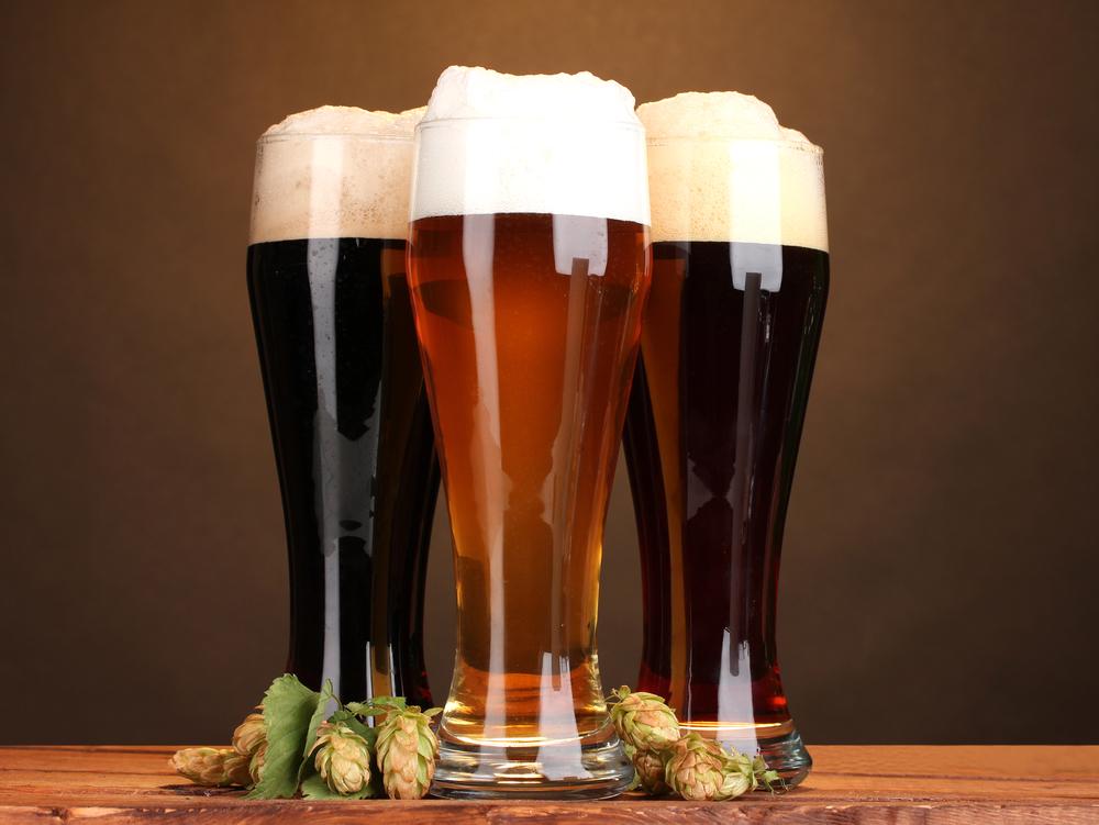 Содержащийся вхмеле (и, соответственно, впиве) ксантогумол защищает клетки мозга от разрушения. Также недавно выяснилось, что пиво уменьшает количество бета-амилоидов вголовном мозге иснижает риск развития болезни Альцгеймера.