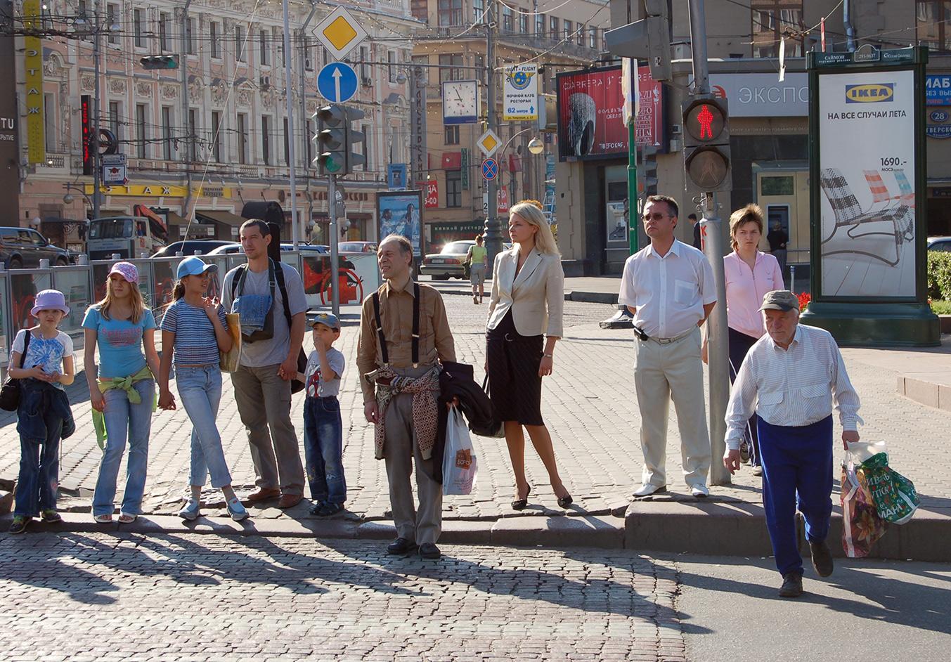 Московские пешеходы наперекрёстке