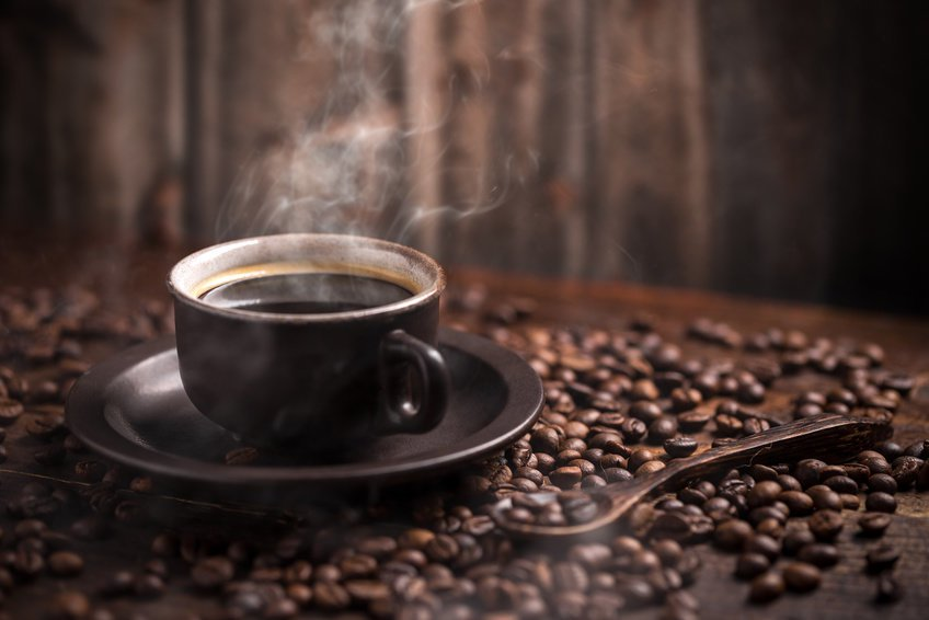 """3—4 чашки кофе вдень— по крайней мере, это безопасно. Если напиток <a href=""""https://22century.ru/med-n-health/27673"""">неслишком горяч</a>."""