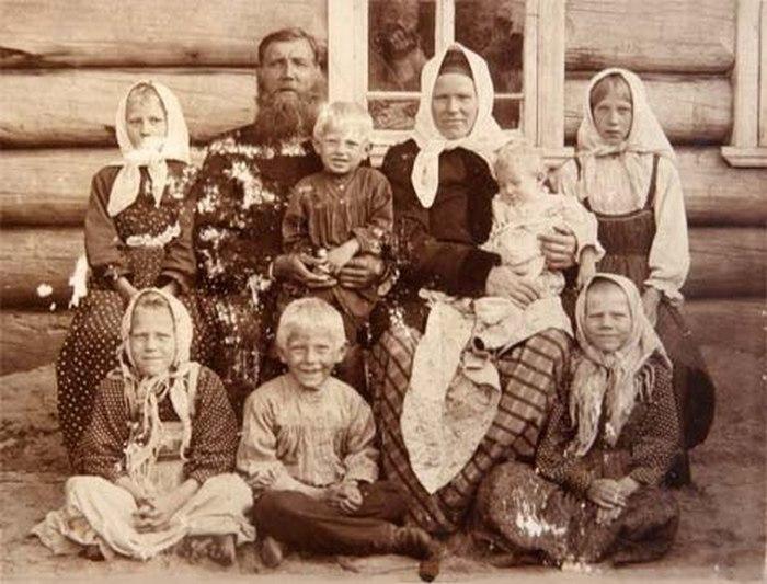 На фотографию крестьян сдесятком босоногих ребятишек иподписью вдухе «крепкая семья— сильная страна» можно наткнуться вместах весьма неожиданных