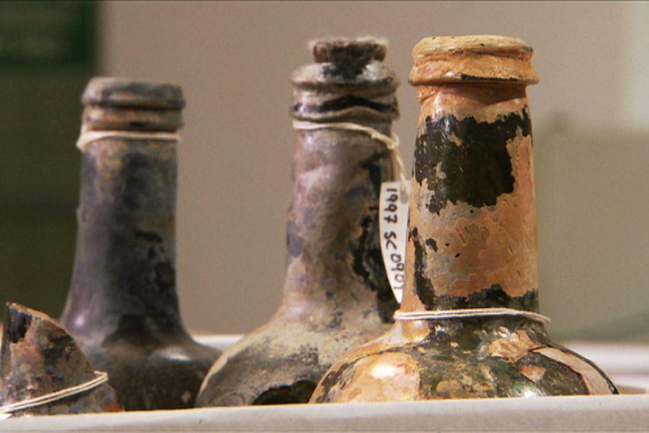 Бутылки из груза <i>Sydney Cove</i>.