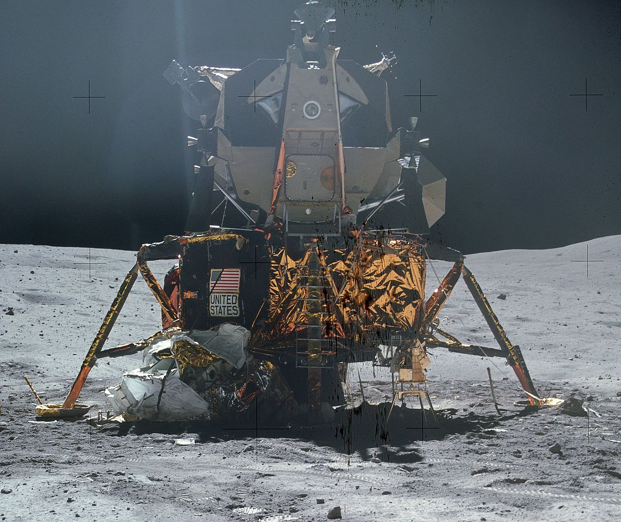 Лунный модуль корабля «Аполлон-16» наЛуне. 21 апреля 1972 года.