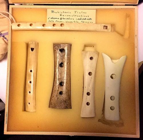 Реконструкции неандертальской «флейты».