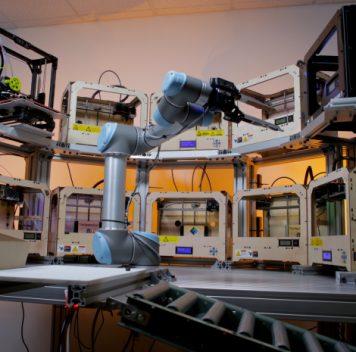 Создан коллаборативный робот, обслуживающий 3D-принтеры