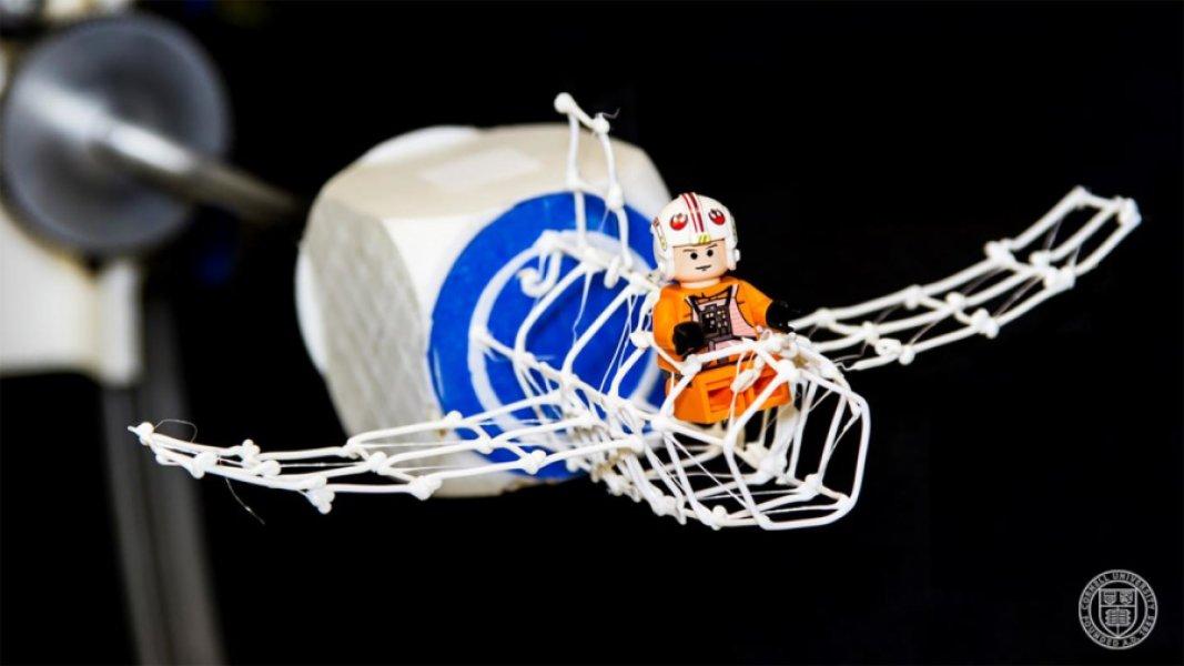 Игрушечный самолётик, созданный спомощью системы разработки прототипов On-the-Fly Print. Фото Корнелльского университета.
