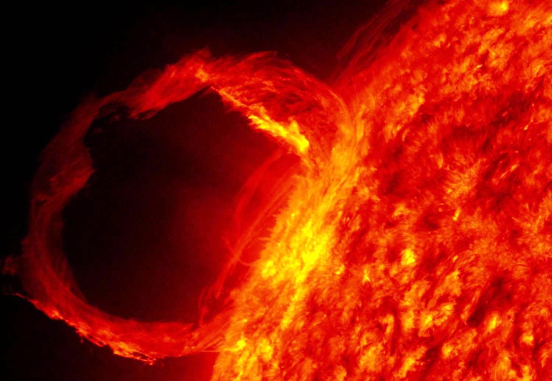 Вспышка насолнце может быть причиной геомагнитной бури.