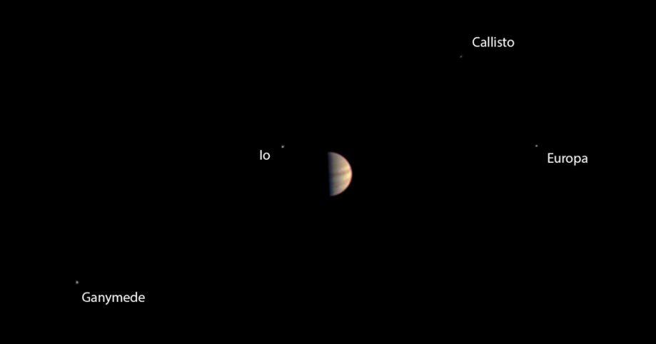 Фото, сделанное находящейся наборту камерой JunoCam срасстояния в5,3 миллиона километров.