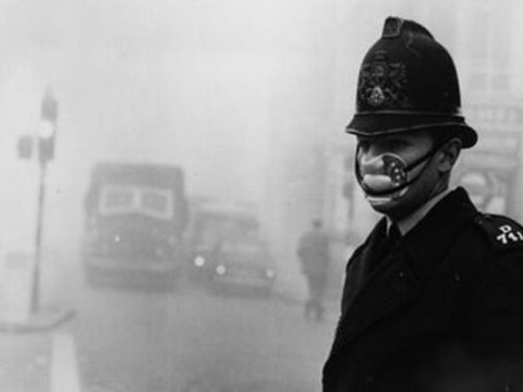 Смог ухудшил видимость ипроникал впомещения, но лондонцы восприняли это спокойно.