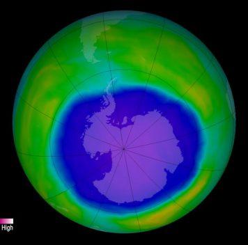 Озоновая дыра над Антарктикой затягивается