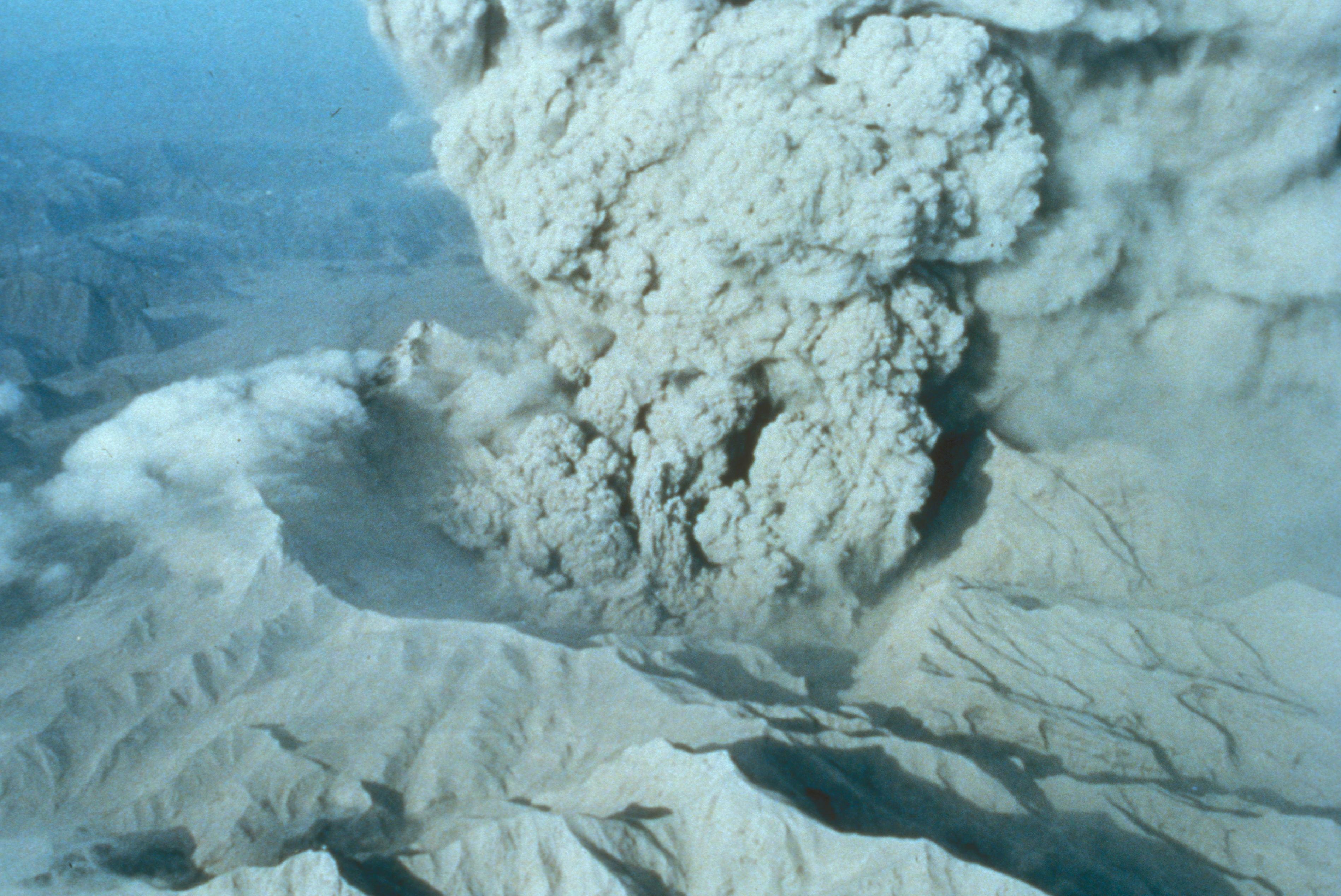 Кальдера вулкана Пинатубо, 22 июня 1991 года.