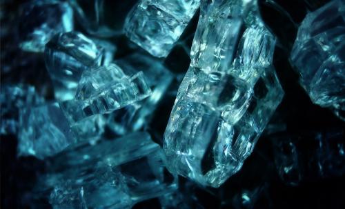 Переизлучающее ультрафиолет ввидимом диапазоне стекло сможет продлить срок действия солнечных батарей иповысить их КПД
