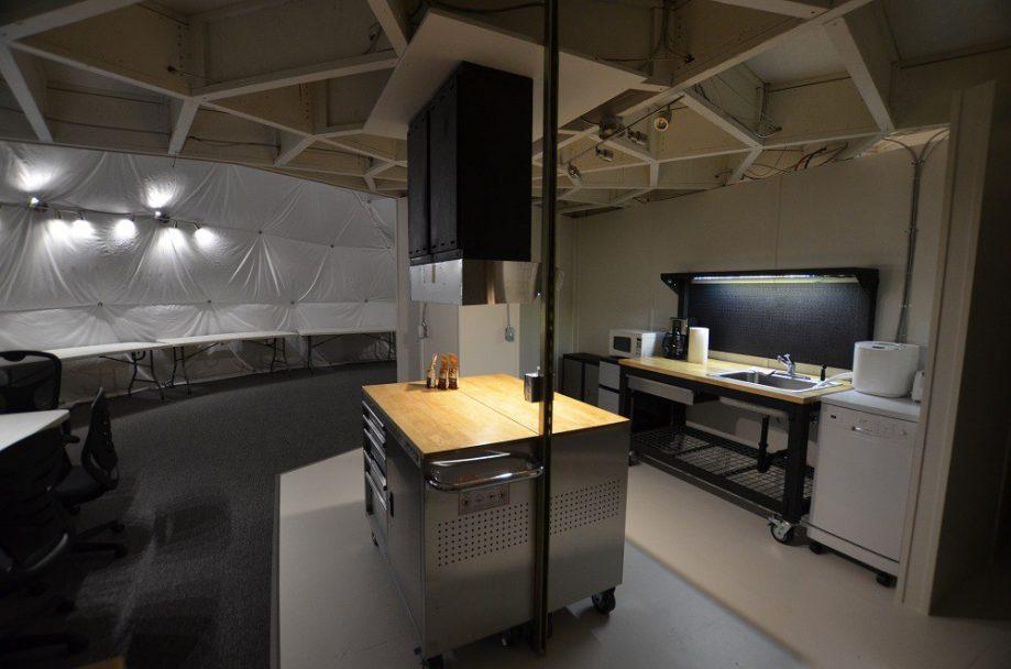 Кухня. Фото сделано вдень прибытия команды миссии.