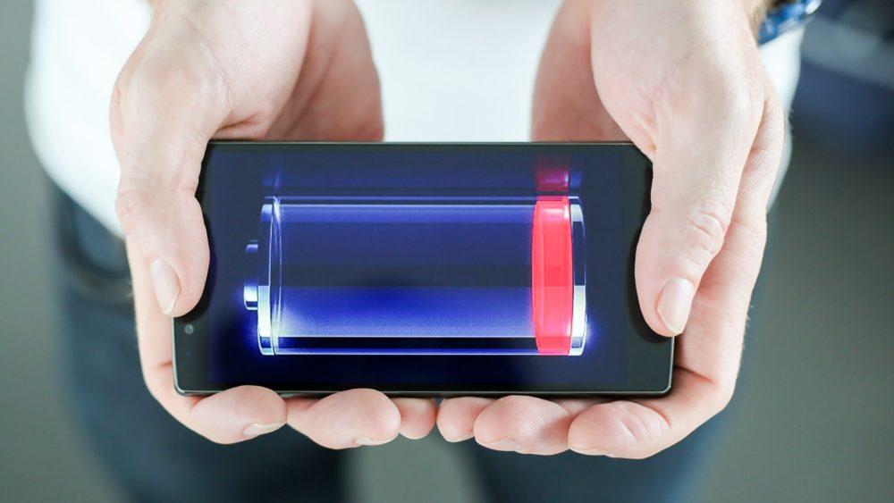 Когда батарея почти разряжена, клиент склонен быстрее соглашаться наболее дорогие предложения онлайновых  продавцов товаров иуслуг.