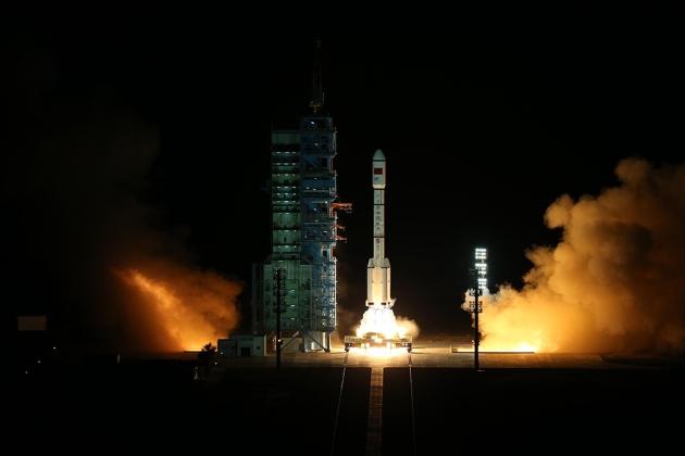 """Старт ракеты """"Великий поход"""", несущей Тяньгун-2"""