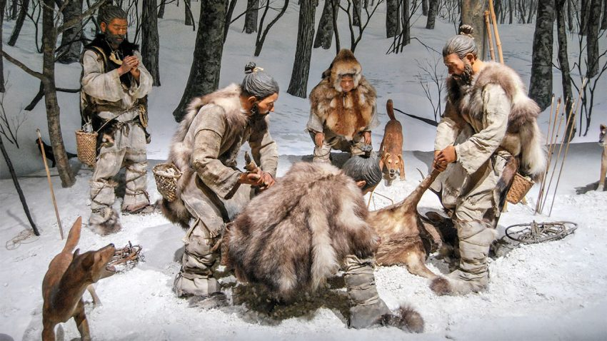 Реконструкция охоты дзёмонцев ссобаками.