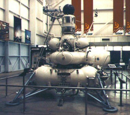 Макет станции «Луна-15»