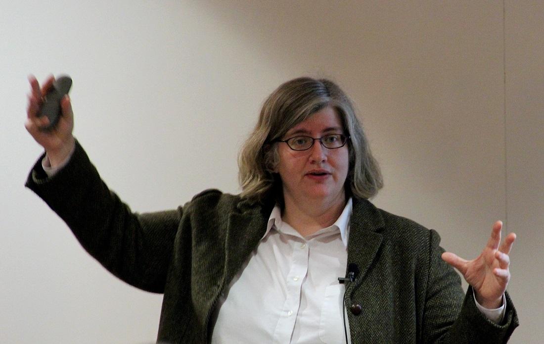"""Кэти О'Нил (Cathy Helen O'Neil)— математик, специалист по анализу финансовых рынков, общественный активист, журналист, автор блога <a rel=""""nofollow"""" href=""""https://mathbabe.org/"""" target=""""_blank"""">https://mathbabe.org/</a>. Её книга Weapons of Math Destruction: How Big Data Increases Inequality and Threatens Democracy («Оружие математического поражения: как большие данные усугубляют неравенство иугрожают демократии») номинирована вэтом году наNational Book Award for Nonfiction. Фото— Laura McHugh / Mathematical Association of America."""