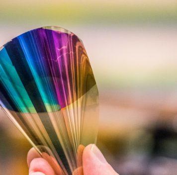 Полноцветная гибкая электронная бумага
