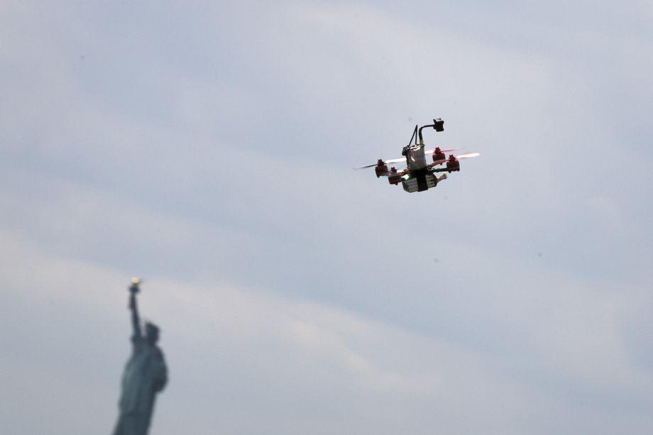Лети, дрон, лети.