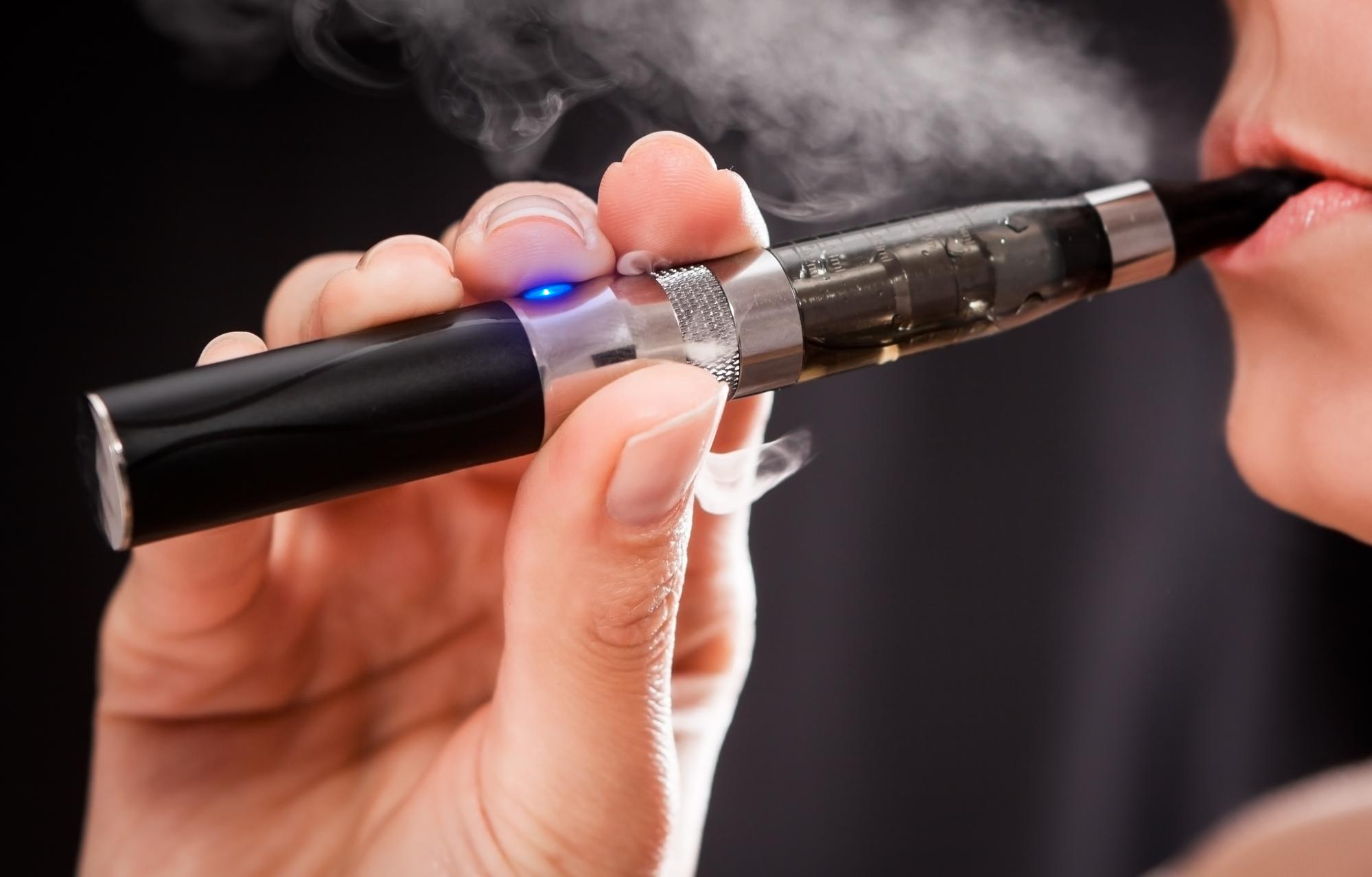 Помогают ли электронные сигареты бросить курить? Пока даже Кокрейн неможет однозначно ответить наэтот вопрос.