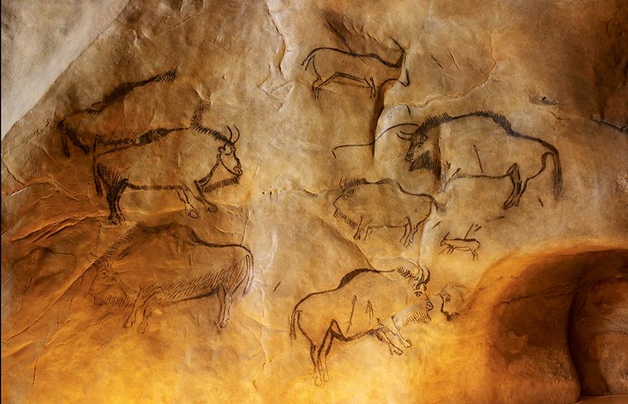 Изображения европейского зубра из пещеры Нио во Франции возрастом около 17 тысяч лет