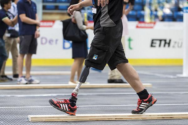 Состязание обладателей ножных протезов