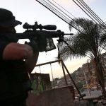Офицер бразильского спецназа во время операции в фавелах