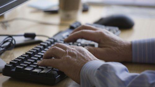 Кажется, недалёки те времена, когда клавиатура будет предупреждать оразвитии болезни Паркинсона, пока кресло следит за здоровьем спины, авеб-камера измеряет уровень гемоглобина.