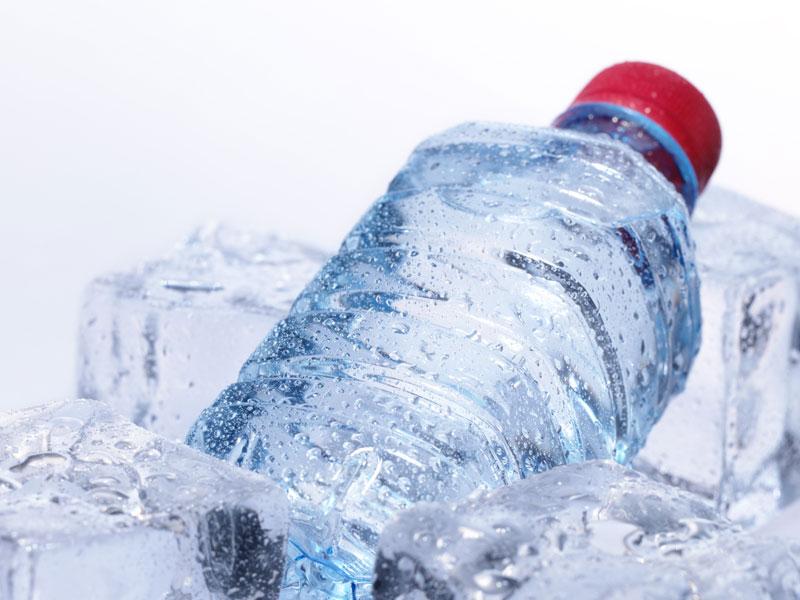 Холодная газированная вода быстро утоляет жажду. Но это незначит, что организм получит столько, сколько ему необходимо.