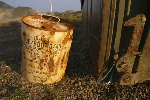 Ржавый контейнер для смазочного масла