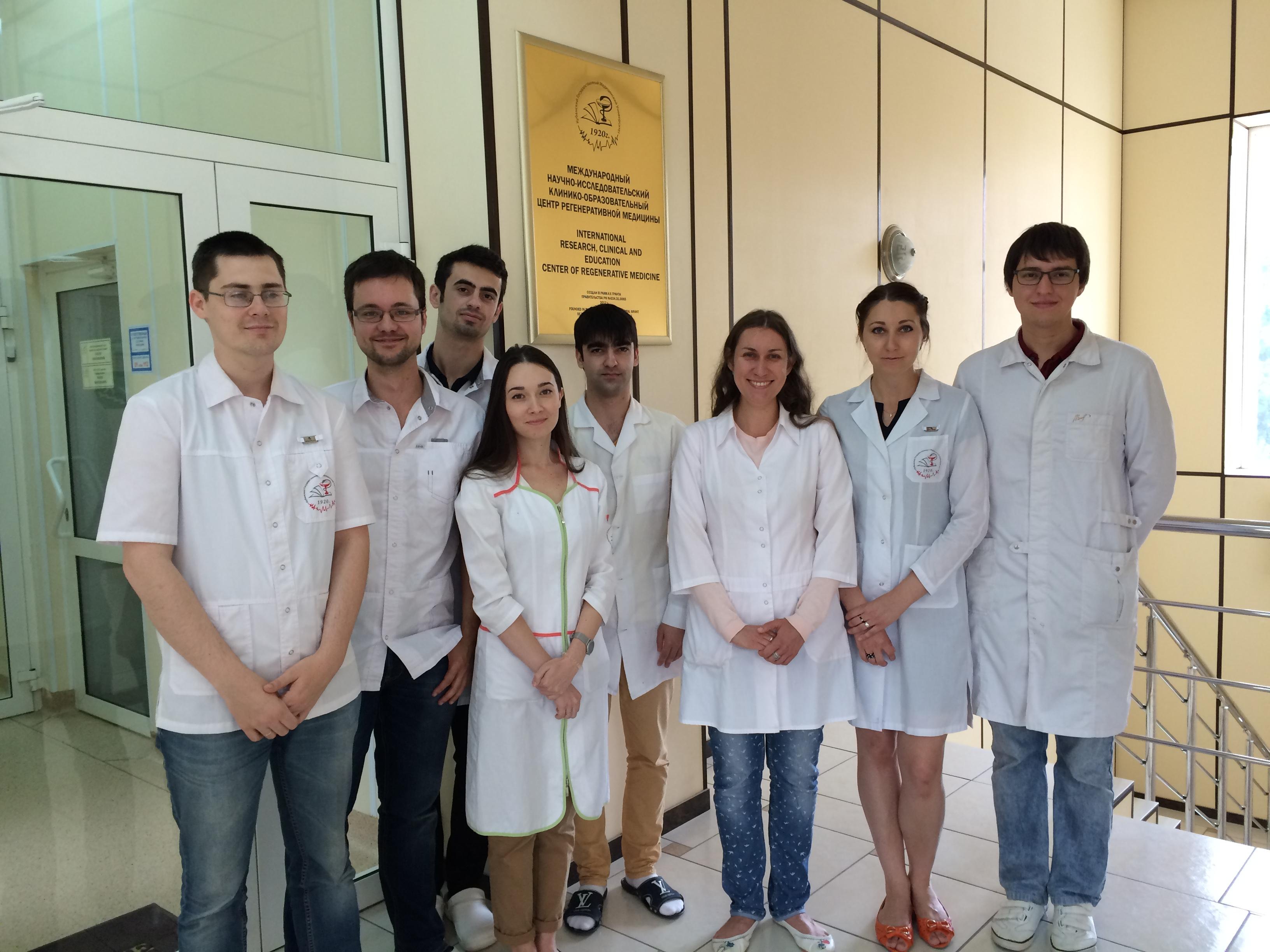 Сотрудники лаборатории фундаментальных исследований Международного научно-исследовательского клинико-образовательного центра регенеративной медицины.
