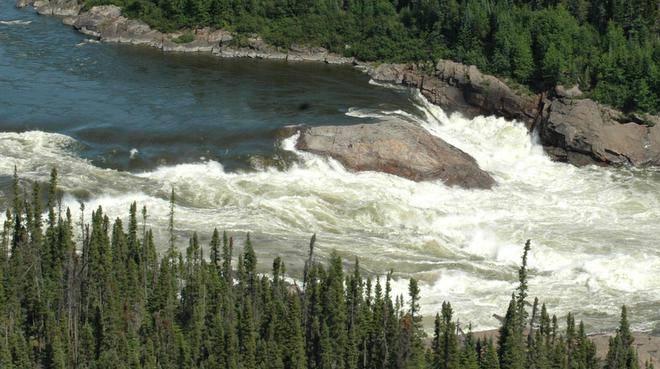 Водопады Маскрат-Фолс нареке Чёрчил. Учёные прогнозируют, что после того, как здесь построят ГЭС, вреку попадёт большое количество метилртути.
