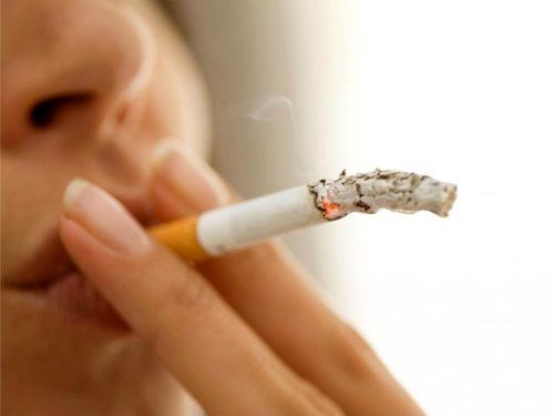 Курение может стать причиной рака полости рта.