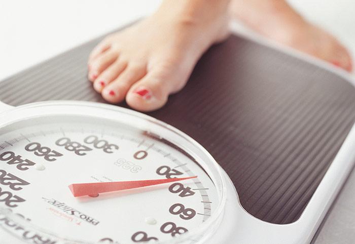 Зрелым женщинам снормальным весом диетами лучше неувлекаться— предупреждают учёные.