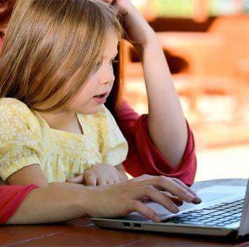 Родители вСША проводят около 9,5 часов вдень перед экраном