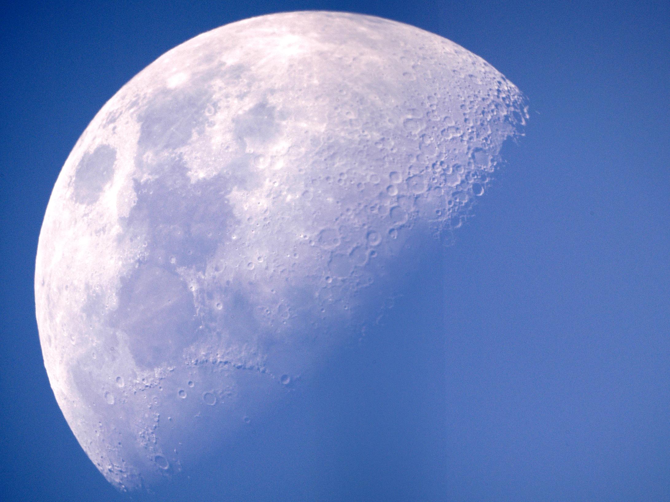 Луна может принести много пользы человечеству.