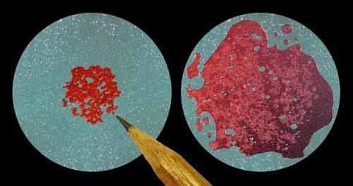Микрокапсулы (слева) ивыделившийся при их разрушении восстанавливающий агент (справа).