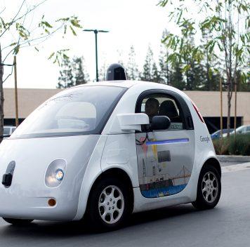 Похоже, что IT-гиганты неспешат стать автопроизводителями