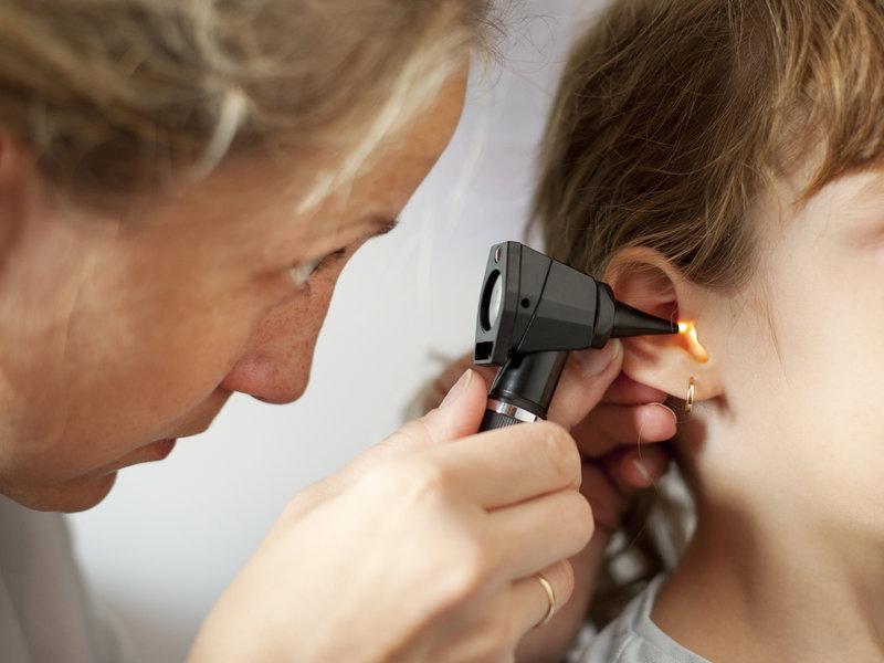 Острый средний отит— одна из самых распространённых детских болезней.