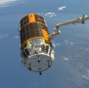 Японцы отправили наорбиту уборщик космического мусора