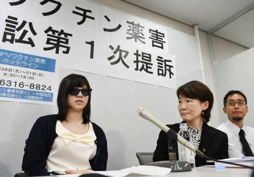 Японские женщины неспешат делать прививку от ВПЧ, апорой ивовсе требуют от правительства ипроизводителей вакцин компенсации через суд. Даже несмотря нато, что министерство здравоохранения Японии ненашло никакой связи между неприятными симптомами ипрививками.