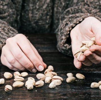 Орехи (и даже арахис), вероятно, защищают от болезней сердца ионкозаболеваний