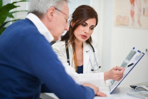 Тестостерон помогает справиться снеприятными признаками старения, но такая терапия обладает определёнными рисками.