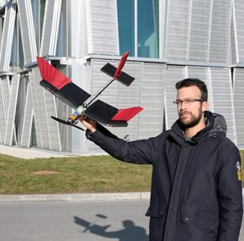 Новый дрон регулирует форму крыла, как птица