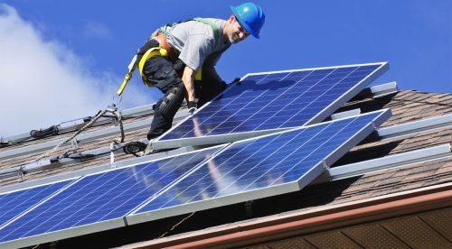 В пятидесятых, когда солнечные батареи только появились, мало кто мог их себе позволить. Теперь они стали относительно дешёвыми идоступными.