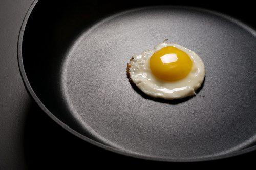 Посуда сантипригарным покрытием облегчает процесс приготовления пищи
