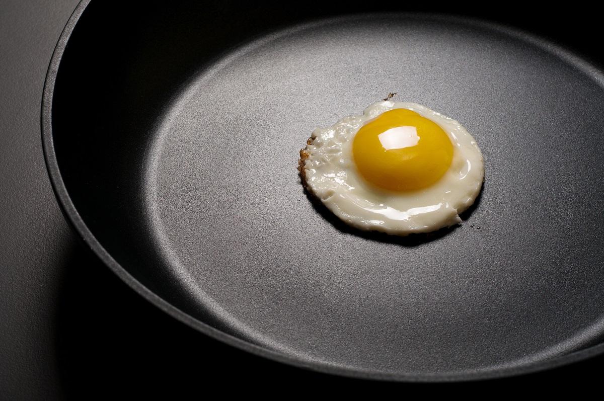 Посуда сантипригарным покрытием облегчает процесс приготовления пищи. Но влияние наорганизм соединений, используемых веё производстве, требует дополнительного изучения.