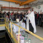 Обряд освящения воды на фильтровальной станции Краматорска